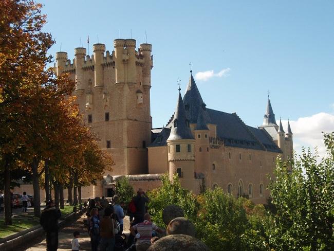 Een Middeleeuws sprookjeskasteel in Segovia (Midden Spanje)