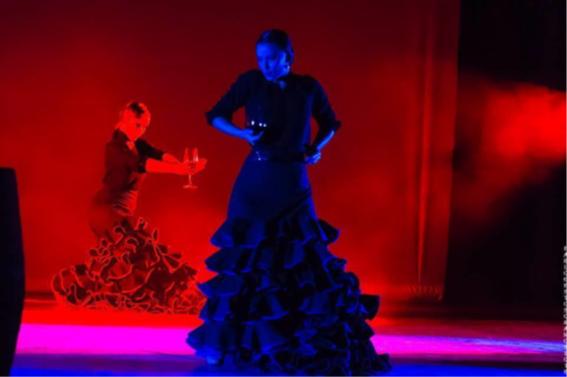 Een dansvoorstelling van dansgroep Vinum in een bodega in het Ribera del Duero wijngebied