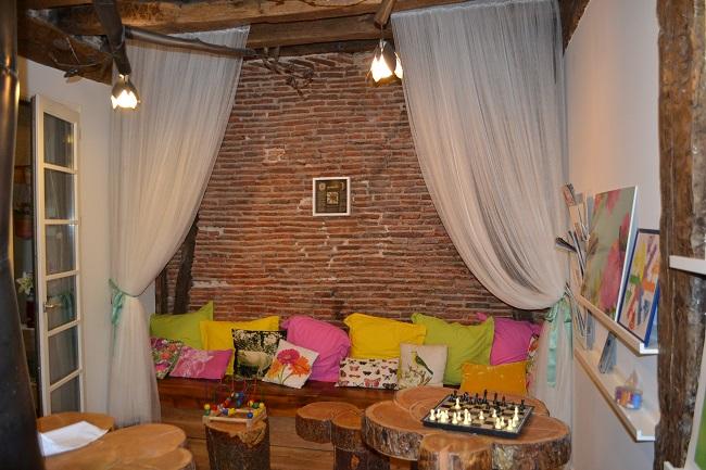 Gemeenschappelijke ruimte in thema van Oma Bos, in Basque Boutique hotel Bilbao