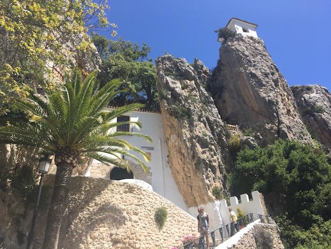 Guadalest - pittoresk bergdorpje met kasteel in regio Valencia