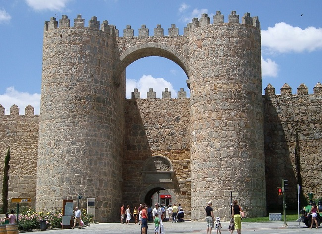 De best bewaarde Middeleeuwse stadsomwalling van Spanje, in Werelderfgoed stad Ávila buiten Madrid
