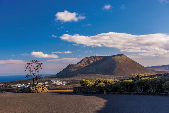 De Teide vulkaan op Tenerife, de hoogste berg van Spanje, gezien vanaf Mirador del Rio.