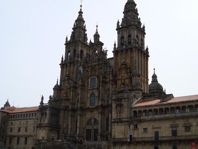 De indrukwekkende kathedraal op de Plaza de Obradoiro in Santiago de Compostela (Noord Spanje)