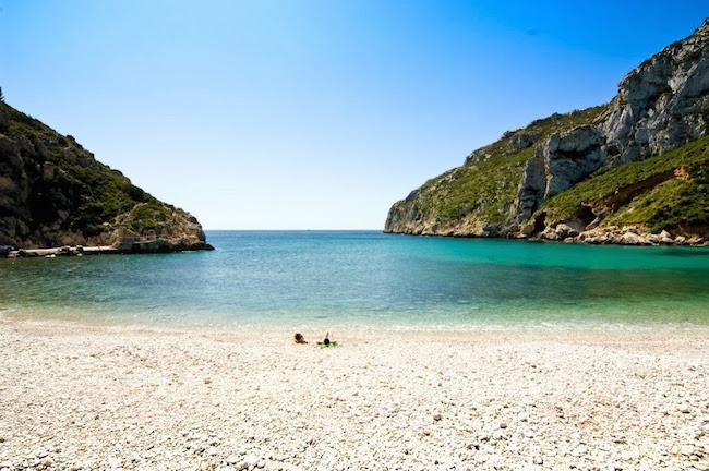 strand van Javea aan de Costa Blanca in Zuid Spanje