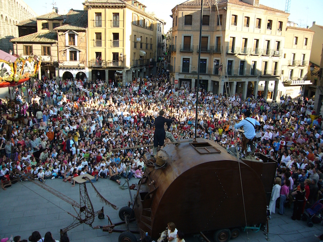 Het Titirimundi poppenfestival in Segovia (Midden Madrid)