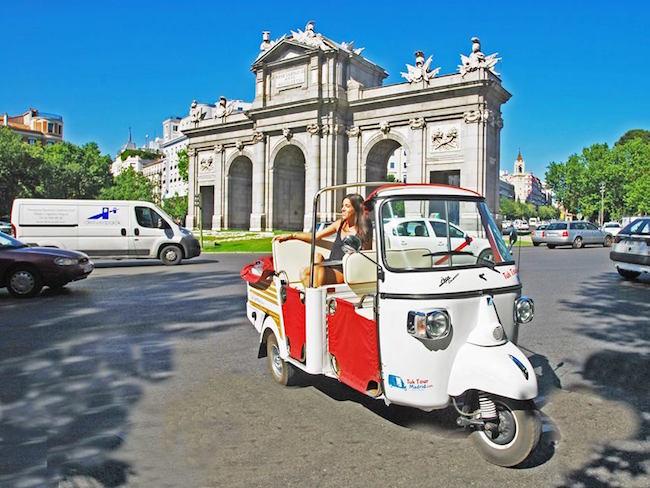 Met een Tuk Tuk door hoofdstad Madrid