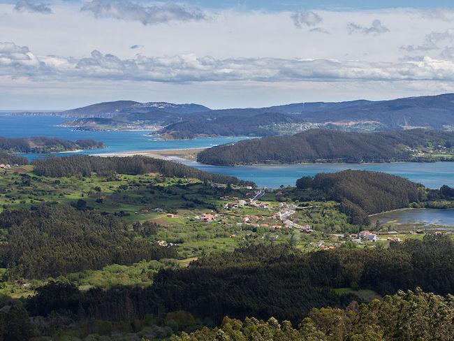Uitmonding van de Ortigueira rivier in Galicië (Noord Spanje)