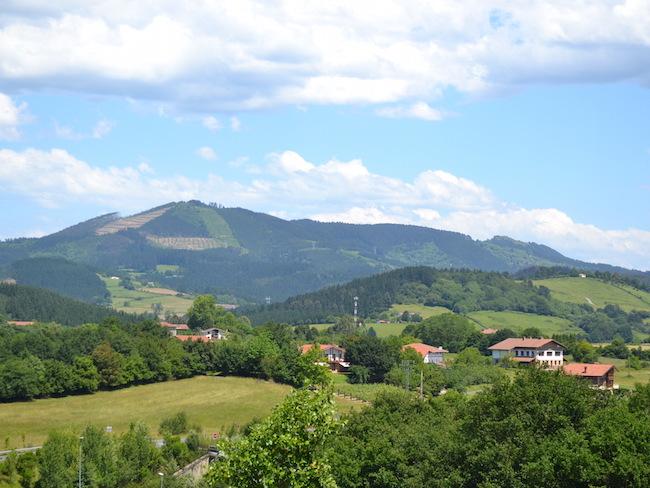 Typisch natuurlijk landschap in Baskenland