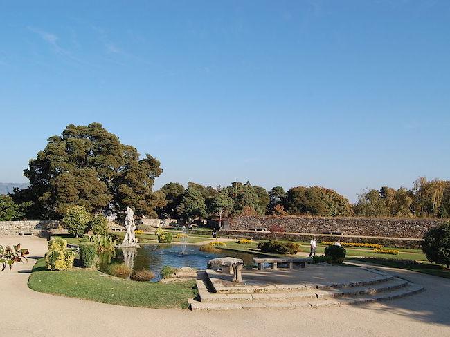 Park bij de genotificeerde nederzetting van Vigo (Noord Spanje)