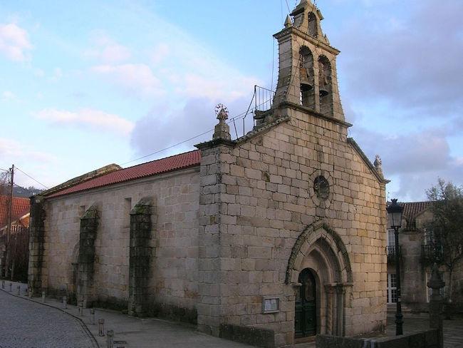 De Romaanse Santiago de Bembreve kerk buiten Vigo (Noord Spanje)