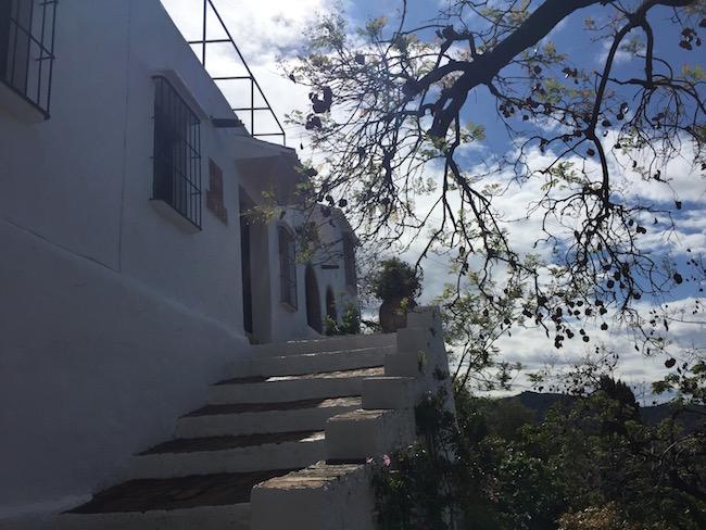 wit huis in bergdorp Frigiliana (Zuid Spanje)