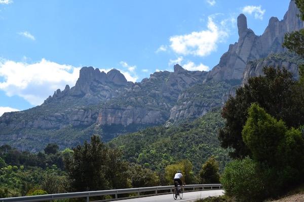 fietsen in de bergen van Montserrat in Catalonië