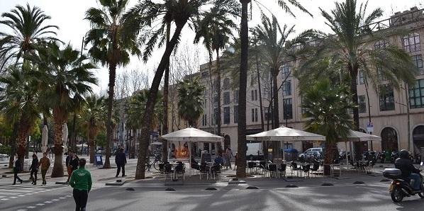 Een gezellig plein in Barcelona