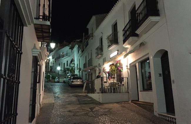 calle real in bergdorp Frigiliana in Malaga