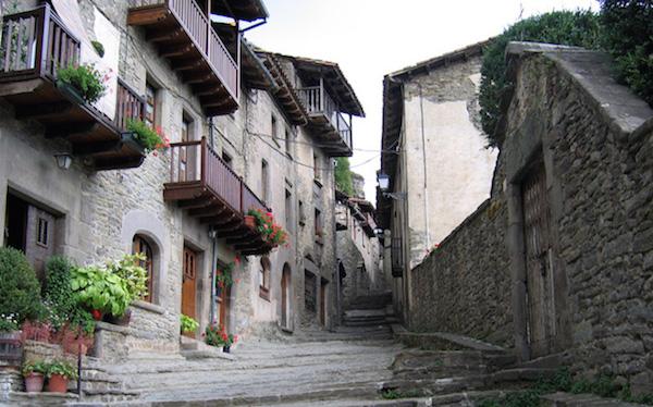 De Middeleeuwse plaats Rupit y Pruit in het binnenland van Catalonië