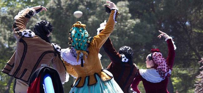 Chotis dansen tijdens de Fiestas de San Isidro in Madrid
