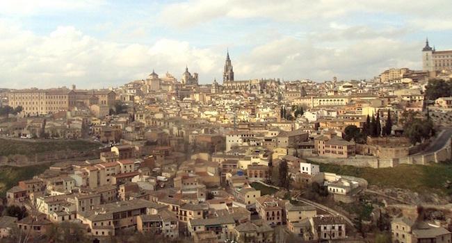 De aan de Tajo rivier gelegen Werelderfgoed stad Toledo (omgeving Madrid)
