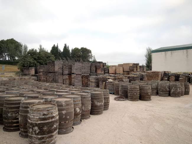 Tijdens de wijnexcursie van Ontdek Cordoba zie je o.a. hoe wijnvaten worden gemaakt.
