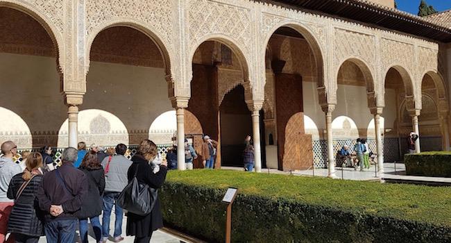 De Patio de los Arrayanes in het Alhambra (Granada, Zuid Spanje)