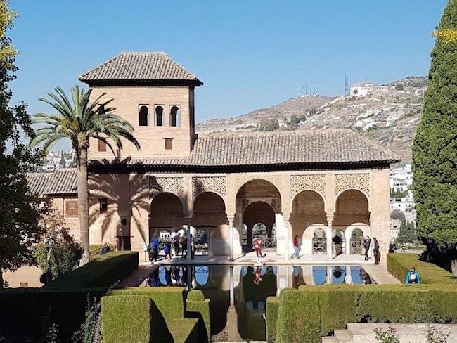 Het Paleis van Moorse vesting Alhambra in Granada (Zuid Spanje)