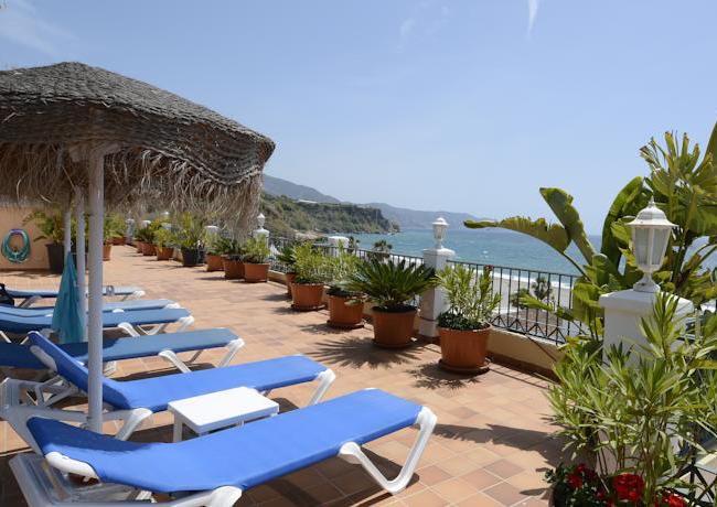 Uitzicht vanaf het zonneterras van Appartementencomplex Borriana Playa in Nerja (Malaga, Zuid-Spanje)