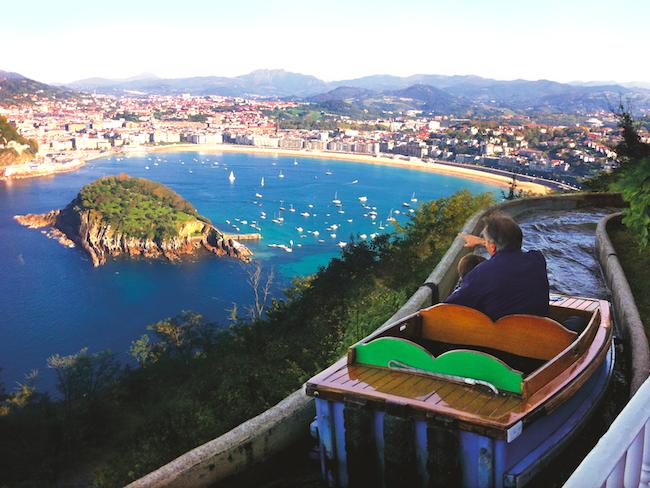 Uitzicht op San Sebastian vanuit attractiepark Monte Igueldo