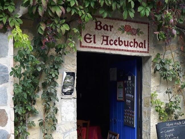 Ingang van familierestaurant in El Acebuchal (Andalusië)
