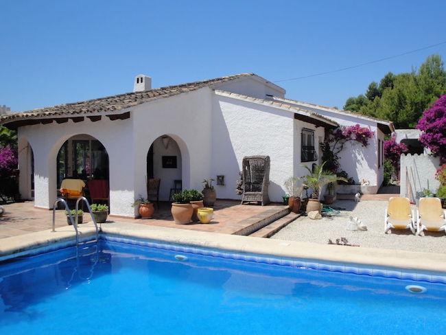 Een landelijk vakantiehuis met zwembad in Spanje