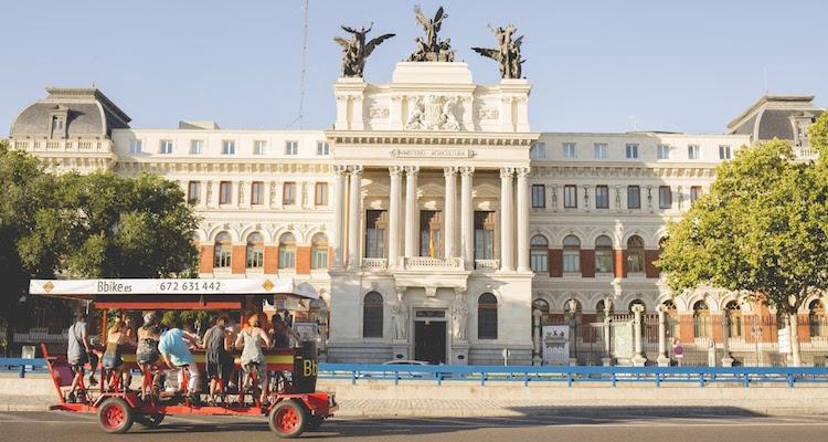 Op een leuke en originele manier Madrid verkennen met een bierfiets van Bbike