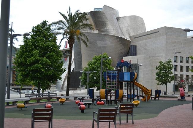 Speeltuin bij Guggenheim museum in Bilbao