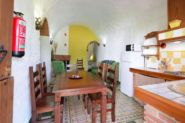 Rustieke Spaanse inrichting van de bijzondere vakantiehuizen Cuevas del Abuelo José in Zuid Spanje
