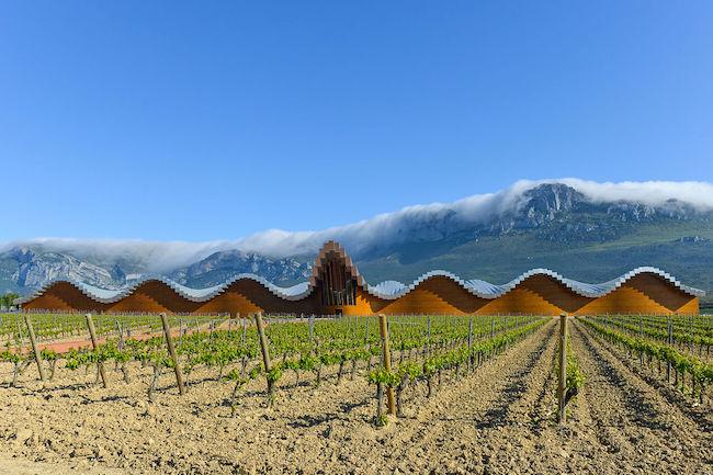 Bodega Ysios - een van de design bodega's in wijngebied La Rioja