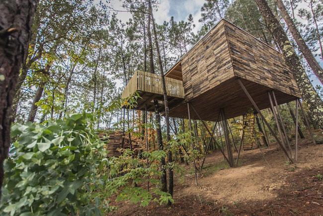 Een van de fantastische boomhutten van Cabañas do Barranco, op 1km van Serra Outes in Galicië