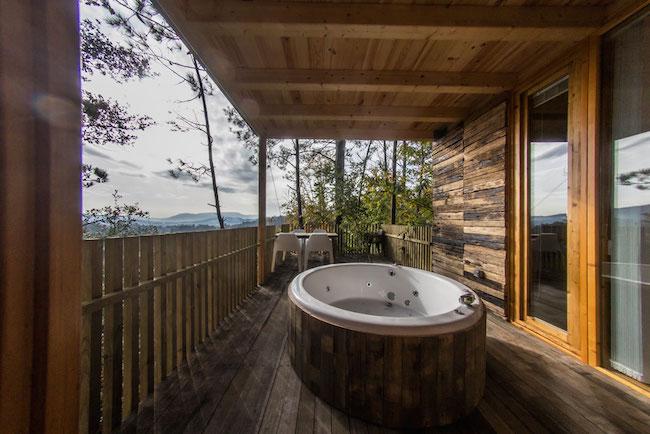 Hoe gaaf is dit: vanuit je jacuzzi op het terras een worden met de natuur om je heen!