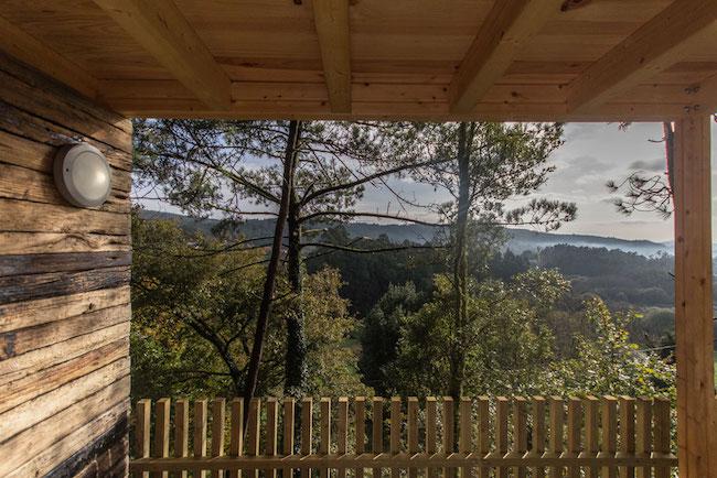 Een verbluffend uitzicht vanuit een van de luxe boomhutten van Cabañitas del Bosque in Galicië