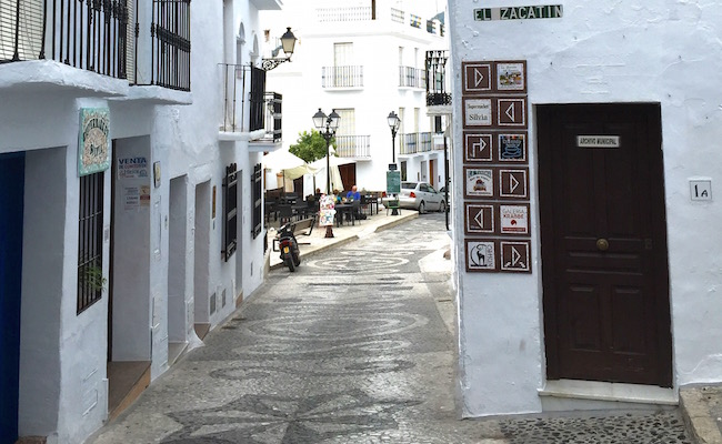 Het begin van trappenstraatje El Zacatin, waar familierestaurant La Tahona aanligt.