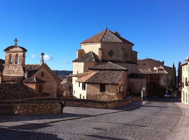 Calle San Pedro, een van de mooiste straten  in de ommuurde Middeleeuwse plaats Cuenca