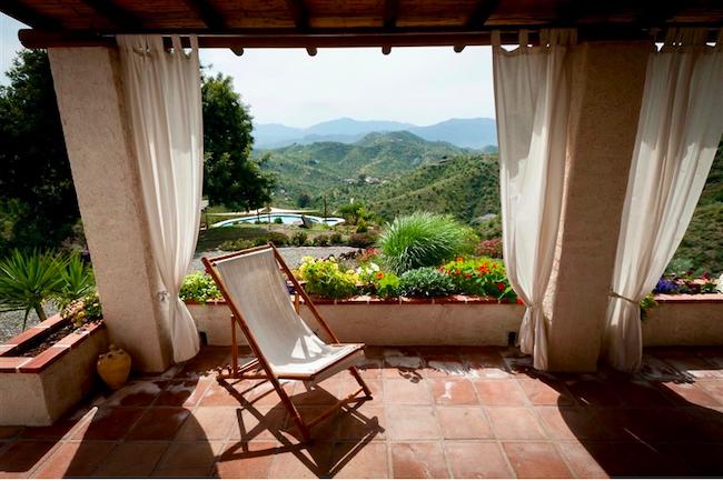 Uitzicht vanuit vakantiehuis Casa Carmen op Finca las Nuevas (Álora, Málaga, Andalusië)