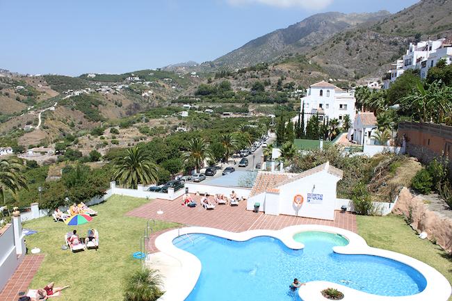 Het gemeenschappelijk zwembad van Frigiliana Heights