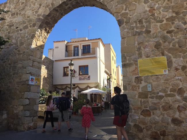 Deel van oude stadsomwalling in het oude centrum van Calpe
