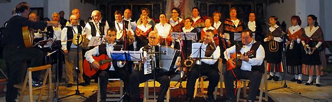 Wie zingt het mooiste traditionele kerstlied tijdens de Certamen de Rondas Tradicionales Navideñas in Torija (omgeving Madrid)...?