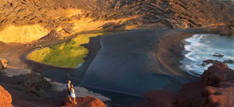 Charco de los Clicos op Lanzarote - een meer in de krater van een vulkaan
