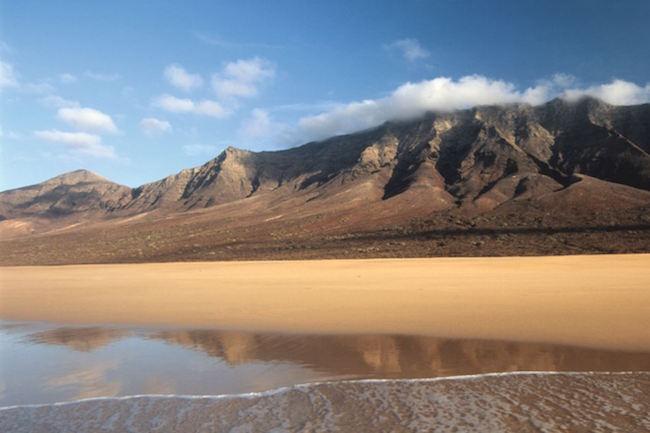 Het Cofete strand op het Canarische eiland Fuerteventura