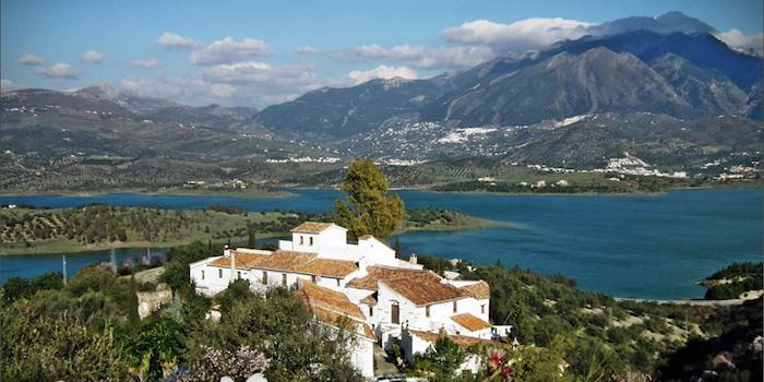 vakantiewoningen complex Castillejos Retreat aan het Viñuela meer in het binnenland van Malaga