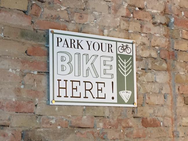 Parkeerplek voor fietsen in Coffee & Greens in Girona