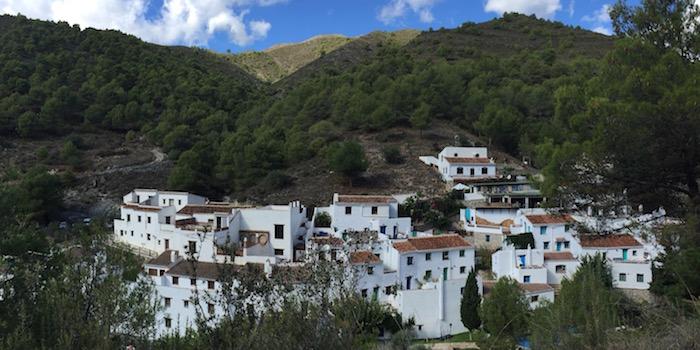 Het eens verlaten en vervallen gehucht El Acebuchal in het binnenland van provincie Malaga