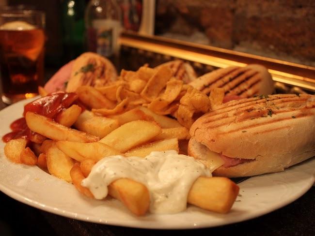 Tapas eten in Spanje