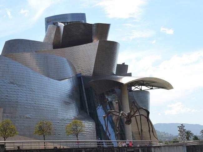 Het Güggenheim museum in Bilbao (Baskenland)