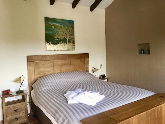 Comfortabele kamers van het kleine hotel Cortijo Valverde in het binnenland van Andalusië