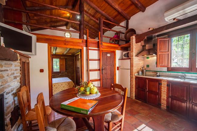 Rustieke inrichting van vakantiehuis Misqueres in de le Lecrin vallei (Granada, Andalusië)